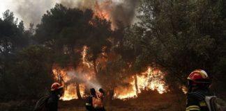 Συνεχίζεται ανεξέλεγκτη η πυρκαγιά στα Δερβενοχώρια