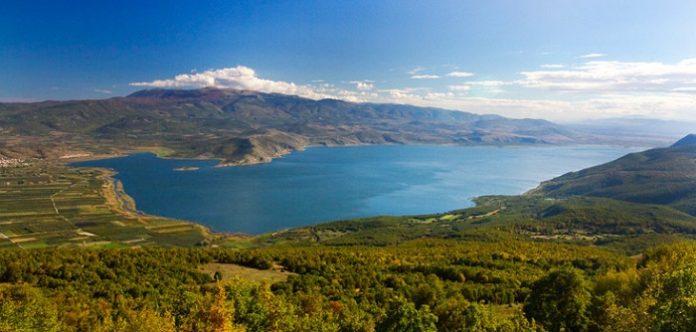 Φλώρινα: Συγκεντρώνουν υπογραφές για τη σωτηρία της λίμνης Βεγορίτιδας