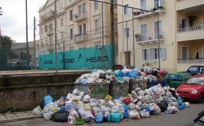 Μάχη με τα σκουπίδια δίνει η Κέρκυρα