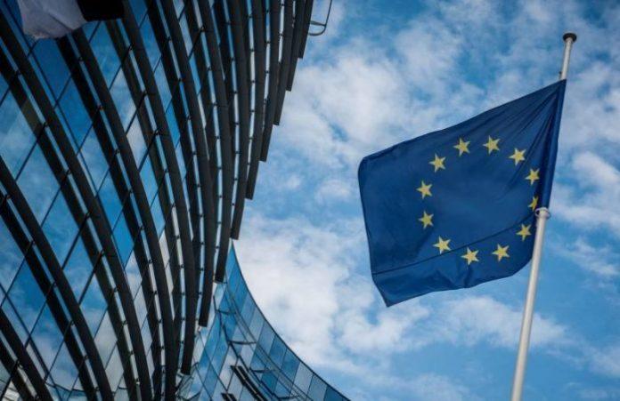 Το 54% των Ελλήνων θεωρούν ότι η χώρα έχει ωφεληθεί από τη συμμετοχή της στην ΕΕ
