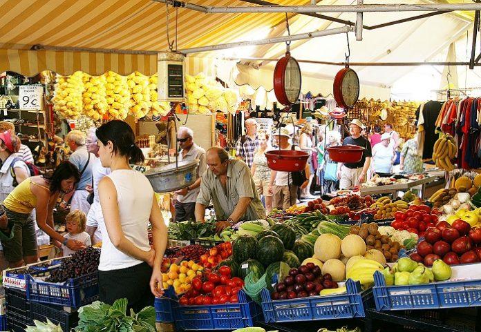 Αγκάθι για τους παραγωγούς η αρμοδιότητα για τη χορήγηση θέσεων στις λαϊκές αγορές