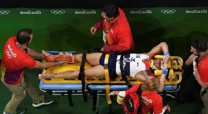Σοκαριστικός τραυματισμός Γάλλου αθλητή στους Ολυμπιακούς. Προσοχή σκληρές σκηνές (video)