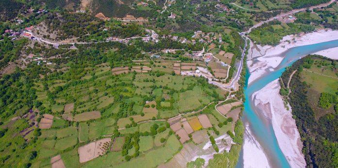 Αχελώος: Μνημεία, ψάρεμα αλλά και κολύμπι σε υψόμετρο 700 μέτρων