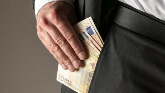 Εκτός υπουργείου Αγροτικής Ανάπτυξης ο υπάλληλος που κατηγορήθηκε για δωροληψία