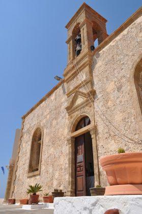 Μονή Χρυσοσκαλίτισσας: Άμμος, κοχύλια, κέδροι και το χρυσό σκαλί