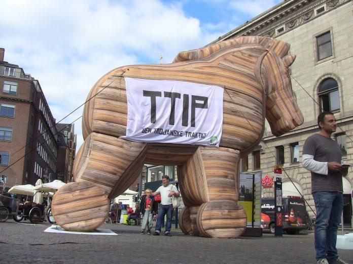 Πάγωμα των διαπραγματεύσεων για την TTIP ζήτησε η Ελλάδα