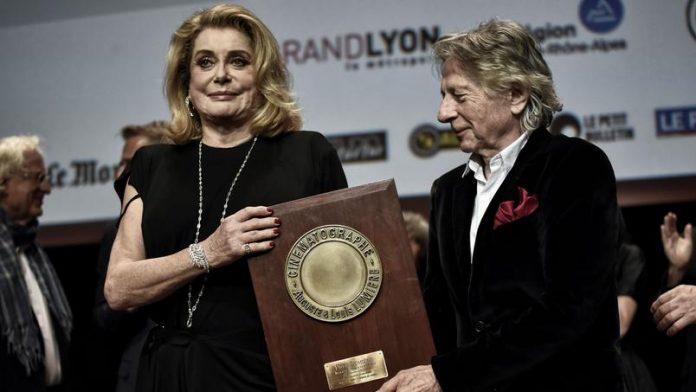 Στους αγρότες αφιέρωσε το βραβείο κινηματογράφου η Κατρίν Ντενέβ