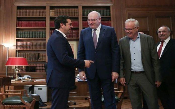Χρηματοδοτική στήριξη για υγιείς συνεταιριστικές επιχειρήσεις και οργανώσεις παραγωγών καθώς και αύξηση του προϋπολογισμών ενισχύσεων για τα μικρά νησιά του Αιγαίου ζήτησε, μεταξύ άλλων, από τον επίτροπο Γεωργίας ο Αλέξης Τσίπρας στο πλαίσιο της συνάντησης που είχαν την Παρασκευή 7 Οκτωβρίου.