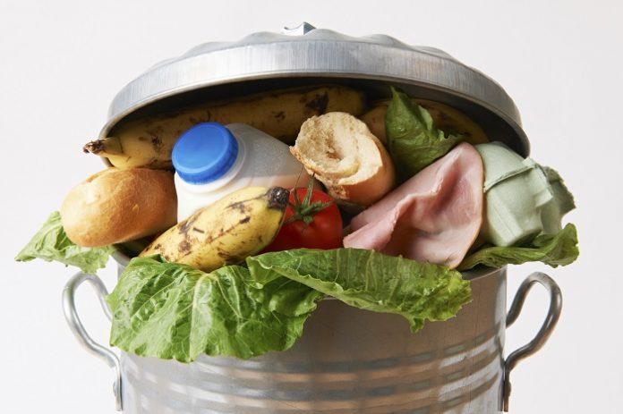 Ε.Ε.: 88 εκατομμύρια τόνοι τροφίμων καταλήγουν ετησίως στα σκουπίδια