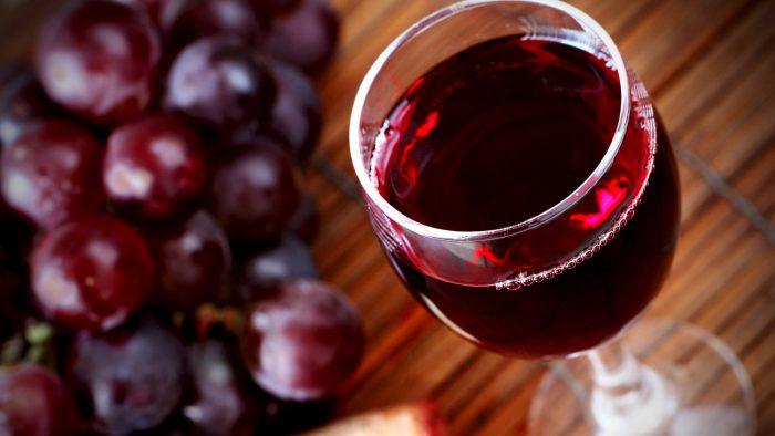 Δέσμευση Μητσοτάκη για κατάργηση του Ειδικού Φόρου Κατανάλωσης στο κρασί