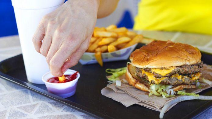 «Ό,τι τρώμε μας σκοτώνει», αποφαίνεται παγκόσμια έκθεση για την διατροφή