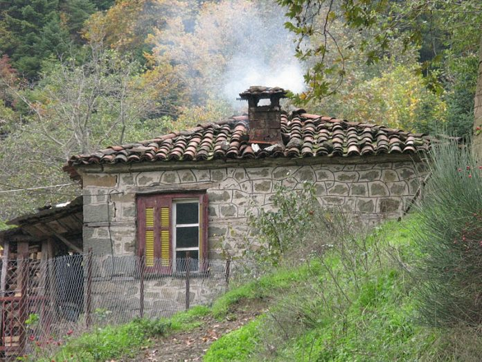 Mείωση τεκμηρίων 30% για αγροτικά σπίτια σε μειονεκτικές περιοχές εξετάζει η κυβέρνηση