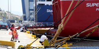 Δεμένα τα πλοία σε Κέρκυρα και Ηγουμενίτσα την Πρωτομαγιά