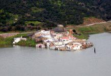Το χωριό που δεν λέει να… βυθιστεί