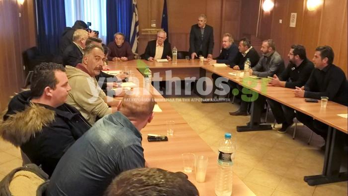 Σε εξέλιξη στο ΥπΑΑΤ η πρώτη μεγάλη συνάντηση 15 εκπροσώπων αγροτών με τον Αποστόλου πριν τα μπλόκα (upd)