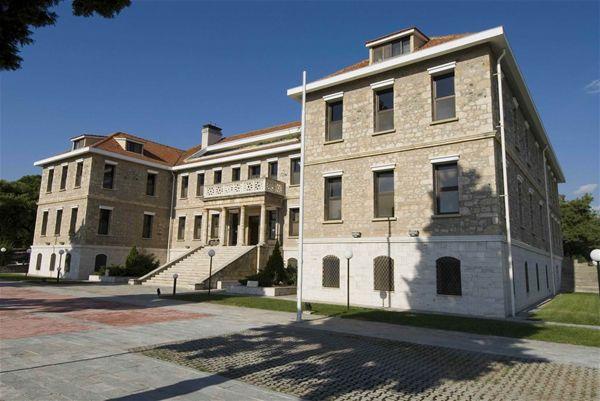 Προκήρυξη υποτροφιών από το Perrotis College της ΑΓΣ και την Παπαστράτος