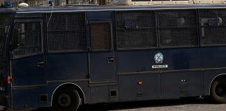 Ένοπλη επίθεση κατά αστυνομικών στα γραφεία του ΠΑΣΟΚ