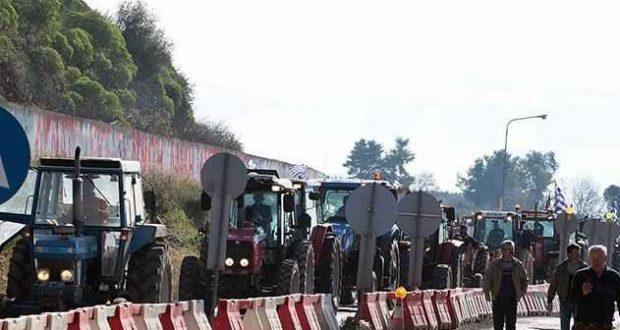 Στις επάλξεις οι αγρότες σε Αιγιαλεία και Αιτωλοακαρνανία, κλείνουν δρόμους σε Αίγιο και Κεφαλόβρυσο
