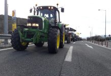 Απέκλεισαν τον κόμβο του Πλατυκάμπου οι αγρότες του μπλόκου της Νίκαιας