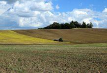 Διπλό χτύπηµα στους αγρότες από την ουρά του νόµου Κατρούγκαλου