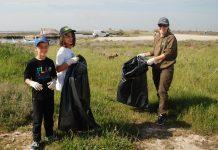 Εθελοντές καθαρίζουν τις εκβολές του Λουδία στο πλαίσιο του Let's do it Greece
