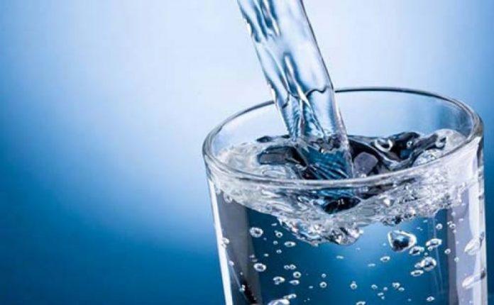 Σχέδιο για τη βελτίωση του πόσιμου νερού και τον περιορισμό των πλαστικών απορριμμάτων, ενέκρινε το ΕΚ
