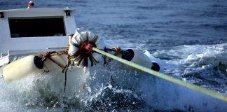 Μάστιγα παράνομη αλιεία για επαγγελματίες και αποθέματα