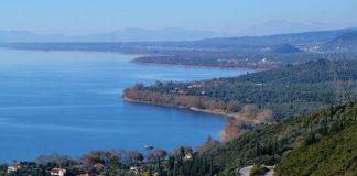 Ανάπλαση της παραλίμνιας ζώνης της Τριχωνίδας με στόχο την ανάπτυξη της ευρύτερης περιοχής