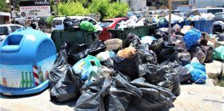 Oι συμβασιούχοι απέκλεισαν εκ νέου το αμαξοστάσιο του δήμου Ηρακλείου