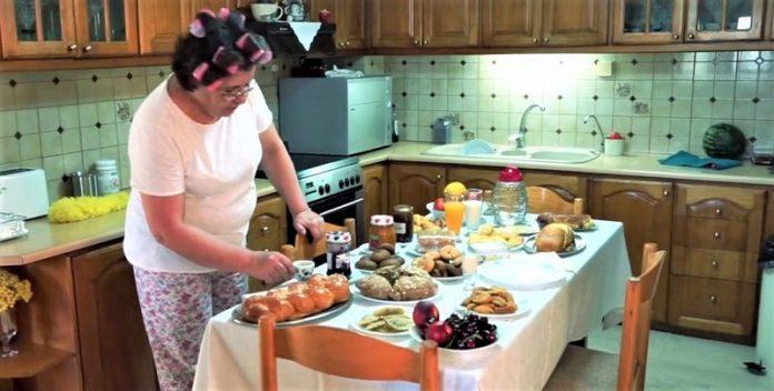 Δείτε την Ελληνίδα μάνα ενός αθλητή που ετοιμάζεται για τον Ημιμαραθώνιο Κρήτης! (Βίντεο)