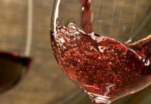 Μενίδι: Παράνομο εργαστήριο παρασκευής νοθευμένων ποτών αποκαλύφθηκε έπειτα από πυρκαγιά