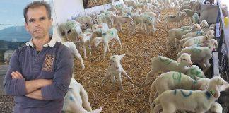 Ο Δημήτρης Καρακατσάνης, κτηνοτρόφος από το χωριό Αετόπετρα Κόνιτσας Ιωαννίνων