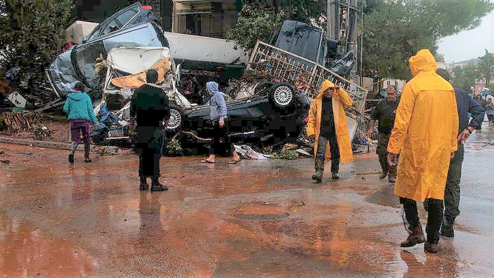 Αντιπαράθεση στη Βουλή με αφορμή το θάνατο 13 ατόμων στη Μάνδρα