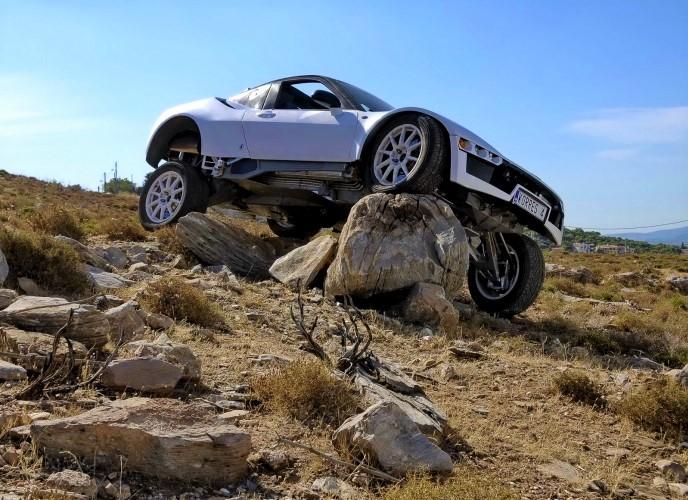 Ένα ελληνικό «υπεραυτοκίνητο» που κινείται σε κάθε επιφάνεια (Φωτό)
