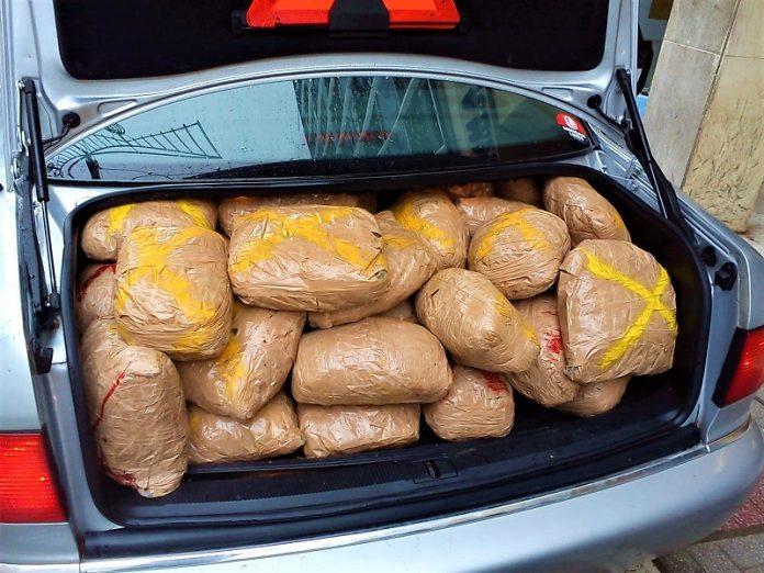 Συνελήφθη ζευγάρι που μετέφερε 40 κιλά κάνναβης με αυτοκίνητο στην Καστοριά