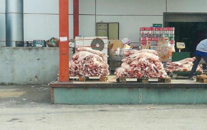 Εικόνα που προκαλεί σοκ και οργή σε σουπερμάρκετ του Βόλου