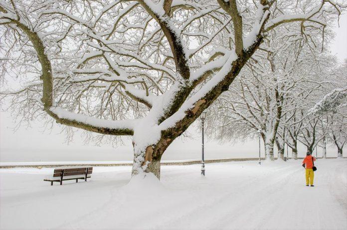 Επιδείνωση του καιρού και χιόνια και σε πεδινές περιοχές