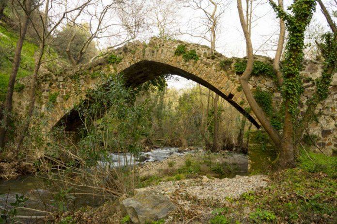Χανιά: Κατέρρευσε πέτρινη γέφυρα στην περιοχή του Σελίνου