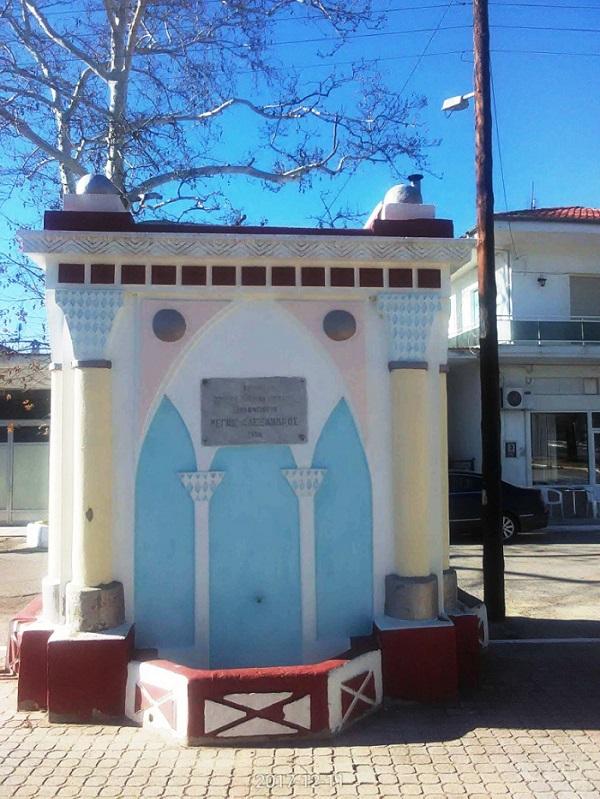 Η Εντυπωσιακή Κρήνη με Υδαταποθήκη στην πλατεία της Μεθώνη Πιερίας