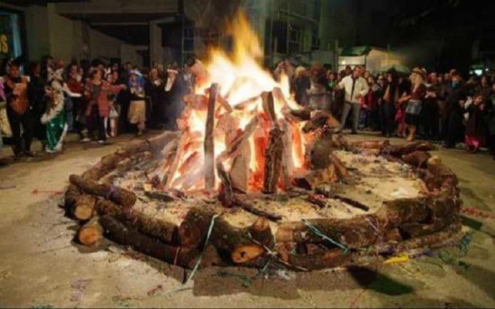 Καίνε τον καρναβαλο στο Μακροχωρι Ημαθίας