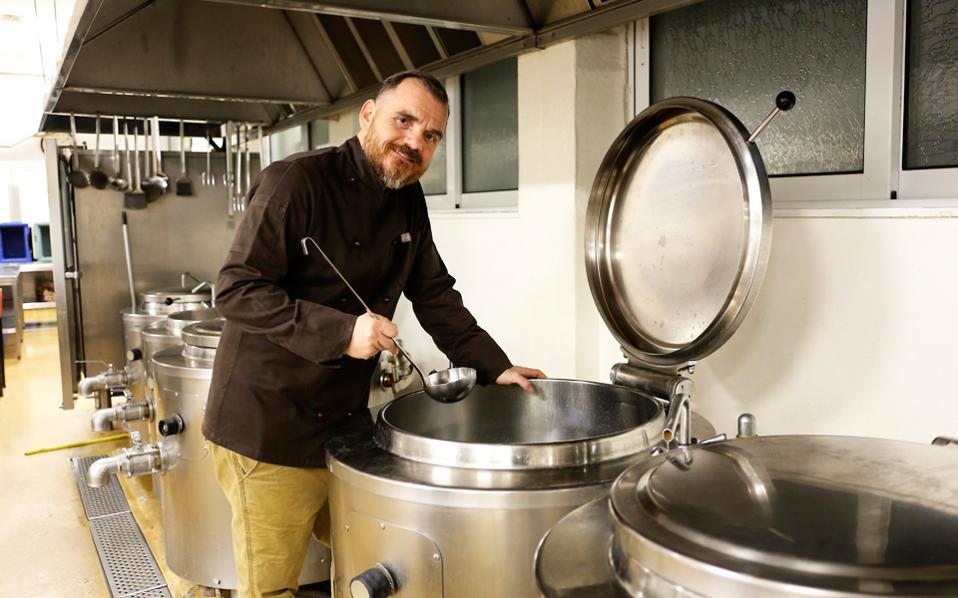 """Ο σεφ του Τζάνειου νοσοκομείου καταργεί τον όρο """"Νοσοκομειακό Φαγητό"""""""