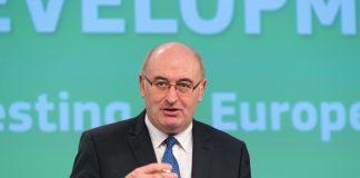 ΕΕ: Στο -5% η μείωση του Κοινοτικού προυπολογισμού για τη γεωργία - Δίκαιη απόφαση τη χαρακτιρίζει ο Φιλ Χόγκαν