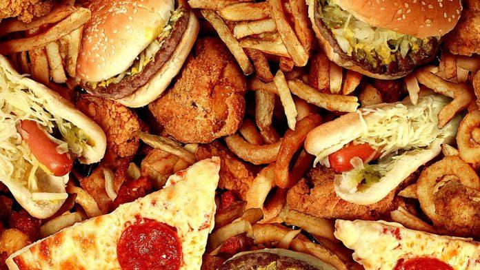 Το πρόχειρο φαγητό είναι πιο επικίνδυνο για την υγεία από ό,τι το σπιτικό σύμφωνα με νέα μελέτη