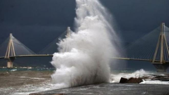 Θυελλώδεις άνεμοι σαρώνουν τη Δυτική Ελλάδα