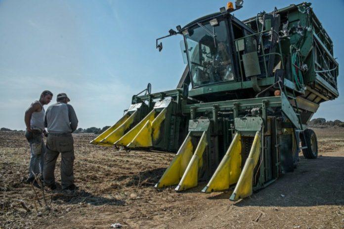 Στα σχέδια βελτίωσης και οι Έλληνες κατασκευαστές γεωργικών μηχανημάτων
