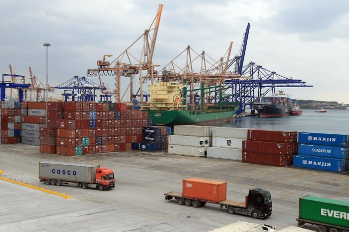Σχεδόν ένας στους δύο Έλληνες προτιμούν για το διασυνοριακό εμπόριο την Κίνα