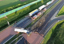 Πολωνία: Ένα ποτάμι καυτής σοκολάτας χύθηκε στην άσφαλτο