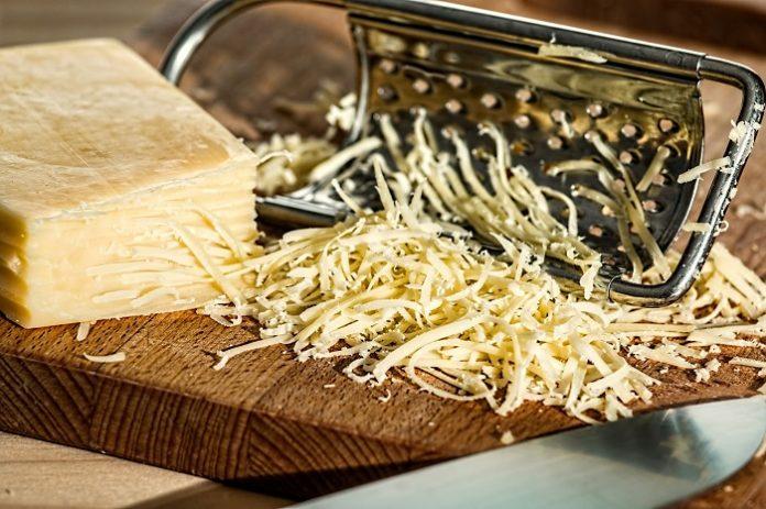 Δέσμευση περίπου ενός τόνου τυριών σε ψυκτική αποθήκη του Πειραιά