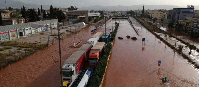 Έκτακτο: Κόπηκε στα δύο η Αθηνών-Κορίνθου από χείμαρρο