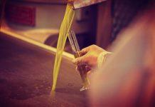 Φρέσκο αγουρέλαιο σε τιμή 3,95 ευρώ το κιλό από τον Α.Σ. «Θερμασία Δήμητρα»